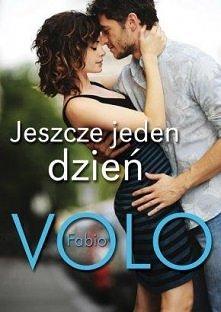 Jeszcze jeden dzień   Trzydziestoletni Giacomo wiedzie rozrywkowe życie pełne krótkich romansów. Nie umie pokochać, a może boi się odrzucenia. Codziennie rano widuje w tramwaju ...