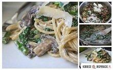 Składniki:  125 g makaronu  150 g pieczarek 2 ząbki czosnku 2 cebule oliwa do...