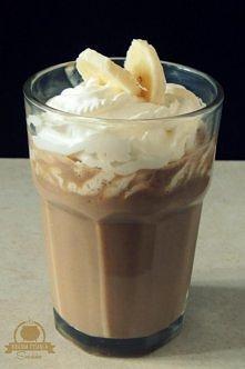 Bananowa Latte   Składniki:   - 150 ml mocnej kawy - 100 ml ciepłego mleka - ...
