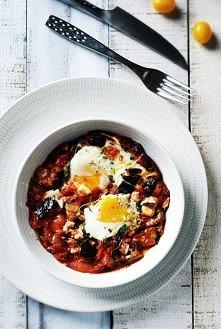 Bakłażan zapiekany z pomidorem i jajkiem