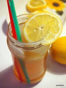 Lemoniada z imbirem i brązowym cukrem jest naprawdę orzeźwiająca. Nie przepadam za lemoniadami, bo mają zazwyczaj bardzo dużo cukru, natomiast ta wykorzystuje brązowy cukier (co...