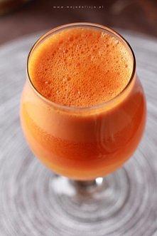 Prosty, pyszny i zdrowy koktajl. 3 marchewki + 3 pomarańcze = koktajl na katar i przeziębienie. Koktajl ma działanie obkurczające śluzówki nosa, więc polecany przy katarze :)