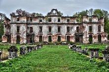 Pałac Dohnów, Mazury   Pałac położony w wiosce Słobity, ok. 16 km na północny...