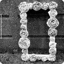 ramka z papierowych róż