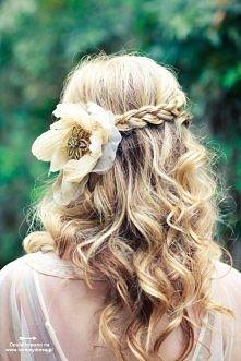 Rozpuszczone włosy do ślubu