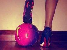 Mówi się, że piłka nożna to sport dla mężczyzn, ja jednak uwielbiam tą dyscyplinę.