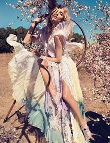 wiosenna inspiracja.  Chętnie przygarniemy taką sukienkę <3