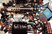 Kosmetykomaniaczka, krótko mówiąc pozytywnie uzależniona od kosmetyków wszelk...