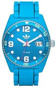 Błękitny zegarek Adidas.