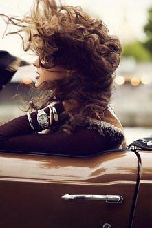 Wiatr we włosach.