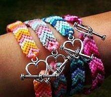 świetny pomysł z serduszkami zamiast tych plączących się sznurków :)