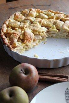 """Apple pie z filmu """"American pie""""  SKŁADNIKI: na ciasto: ok. 2 i ½ szklanki mąki pszennej 200 g miękkiego masła 1 jajko 3 łyżki zimnej wody 1/3 szklanki cukru pudru na ..."""