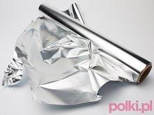 5 nietypowych zastosowań folii aluminiowej  1/ Folia aluminiowa do ostrzenia nożyczek Jeśli nożyczki odmawiają posłuszeństwa, wystarczy przeciąć nimi kilkanaście razy płaty foli...