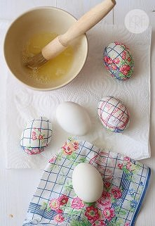 jajka ozdobione papierową serwetką