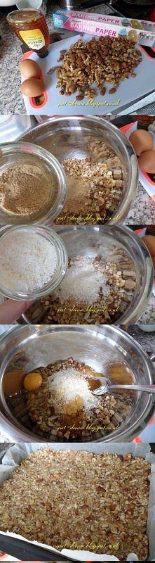 Batoniki / Przekąski - bez glutenowe  Składniki: - 300 g orzechów ( u mnie laskowe , włoskie , migdały ) - 2 jajka - 3-4 łyżki miodu - 2 łyżki siemienia - 2 łyżki wiórek kokosow...