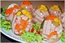 10 wydmuszek z jajek   20 dkg szynki   1 litr wywaru mięsnego lub warzywnego ...