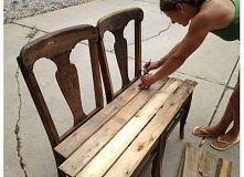 ławka ze starych krzeseł