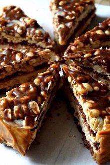 CARAMEL BROWNIE TOWER (z Coffee Heaven :))  Składniki:  Masa czekoladowa Brownie: • 200 g gorzkiej czekolady 70% • 200 g masła • 3 jajka • 220 g drobnego cukru lub cukru pudru (...