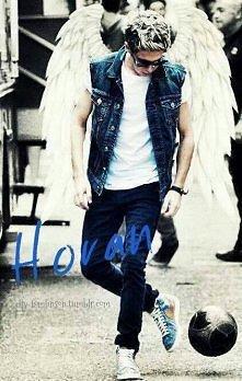 czy mi sie wydaje czy ja juz widze anioły a nie to Niall gra w piłkę ♡♡♡♡ kocham to zdjęcie