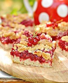 Ciasto z porzeczkami i kokosową kruszonką. Przepis po kliknięciu w zdjęcie.