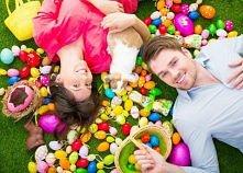 po kliknięciu na obrazek wyskoczy Wam kilka pomysłów, jak udekorować jajko wielkanocne. Może coś akurat wpadnie Wam w oko ;)
