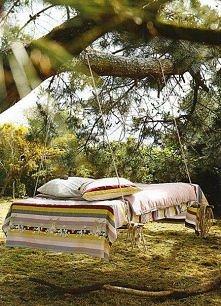 *** łóżko w ogrodzie ;] ***