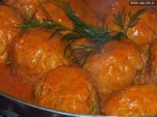 Kulki ryżowe z mięsem w pomidorowym sosie  Składniki:  Kulki ryżowe: 20 dag ryżu 50 dag mielonego mięsa 10 dag marchewki 10 dag pora 3 ząbki czosnku 2 jajka ostra papryka w pros...