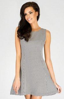 Mishe SK149 sukienka pepitka Kobieca sukienka o modnym kroju. Sukienka na szerokich ramiączkach z lekko rozkloszowanym dołem