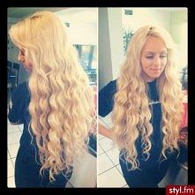 nie dość że ladnie pokrecone to jeszcze blondynka <3
