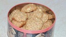 Ciasteczka owsiane z czekoladą i orzeszkami.