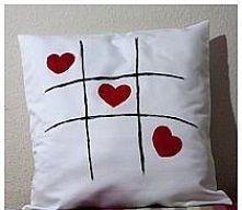 Poszewka na poduszkę rozmiar 40x40. Ręcznie malowana. Materiał 100% bawełna. Kontakt: aguzikprawda.kontakt@gmail.com