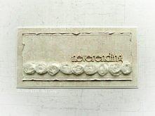 Neverending - kartka ślubna. Przestrzenna kremowa kartka, zdobiona delikatnymi przeszyciami, tekturowym napisem oraz tasiemką tiulowych róż. Wykonana z materiałów wysokiej jakoś...