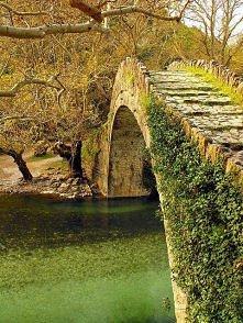 Starożytny kamienny most, E...