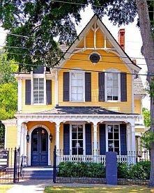 *** Żółty dom Four Sisters w Montgomery w stanie Alabama ***