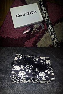 pudełko na prezent :)  właśnie zrobiłam takie pudełeczko dla koleżanki na osiemnastkę, szybko i efektownie :)