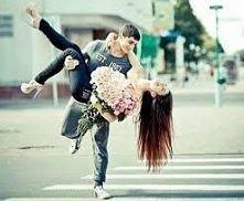 Miłość nigdy nie ustaje... Miłość jest słońcem dla duszy... Miłość daje wolność... Miłość... Każdy jej pragnie, każdy za nią tęskni, każdy chciałby też umieć ją wyrażać. :)