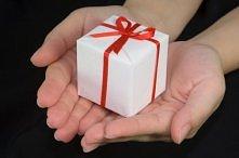 Co mogę dać chłopakowi w prezencie na urodziny? Nie mam już pomysłów.. Kupowałam już mu chyba wszystko..;p tyle okazji było... Błagam pomóżcie:*