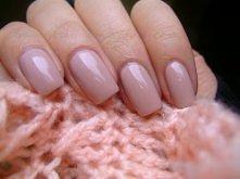 Zastanawiałyście się jak dobrze pomalować paznokcie ?  Krok 1. – Pielęgnacja  Nie oczekuj, że nawet najlepszy lakier będzie się długo trzymał na twoich paznokciach, jeśli są suc...