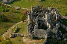 Zamek Ogrodzieniec we wsi Podzamcze (województwo śląskie). Piekne, majestatyczne ruiny średniowiecznego zamku wzniesionego w XIV-XV wieku.  Miejsce to jest czesto wykorzystywane...