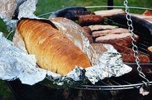 Grillowana bagietka z masłem czosnkowym Składniki: bagietka lub bułka wrocław...