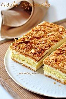 Ciasto Dyplomaty  Klasyczne włoskie ciasto, którego podstawą jest cieniutkie, karmelizowane ciasto francuskie przełożone waniliowym kremem chantilly. Środek to pyszny, wilgotny ...