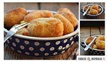 krokiety ziemniaczane z serem żółtym  Składniki 8-10 ziemniaków 1 duża cebula...