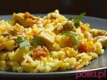 Risotto curry z kurczakiem  Tego potrzebujesz:      3 torebki ryżu     2 piersi z kurczaka     marchewka     cebula     curry     sól     pieprz     przyprawa do kurczaka     2 ...