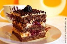 kawowe ciasto z wiśniami   Składniki: * na ciasto: - 1 szklanka cukru pudru - 3/4 szklanki mąki pszennej - 3/4 szklanki mąki ziemniaczanej - 6 jajek - 4 łyżki oleju - 2 łyżki ka...