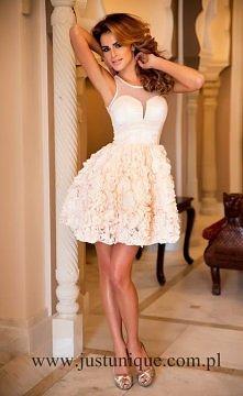 elegancka pudrowa sukienka