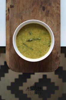 Zupa krem ze szparagami cukinią, groszkiem i kaszą kuskus