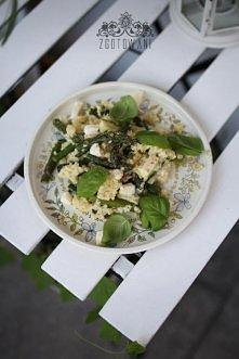 Kasza jaglana ze szparagami, cukinią i mozzarellą