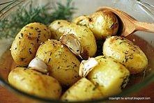 Ah! Jak uwielbiam młode ziemniaki! Oczyszczone z piasku, gotuję ze skórką, po...
