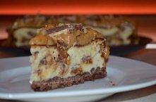 Sernik Snickers Składniki: (na tortownicę 21 cm.) Kakaowy spód: - 1 szklanka mąki pszennej - 2 łyżki cukru pudru - 85 g. miękkiego masła - 1 żółtko - 2/3 łyżki wody - 1 łyżka ka...
