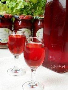 Nalewka truskawkowa – przepis:    Składniki:  1 kg truskawek 1 szklanka spirytusu 96% 1/2 l wódki 2 szklanki cukru 2 szklanki wody odrobina kwasku cytrynowego Przygotowanie:  Tr...